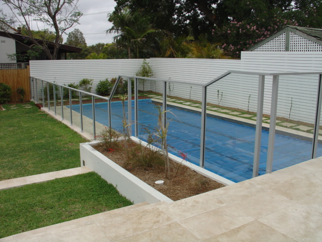 Glass swimming pool fencing advance metal industries for Glass pool fences