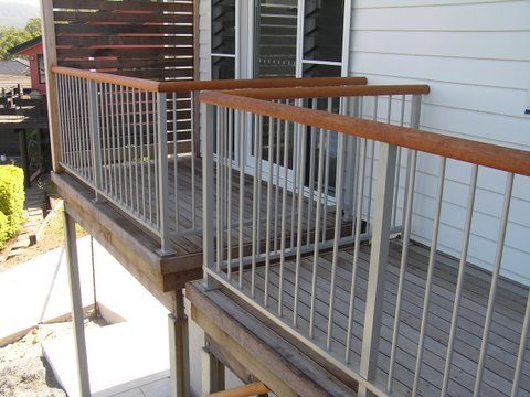 Timber grab rails advance metal industries australia for Balcony balustrade